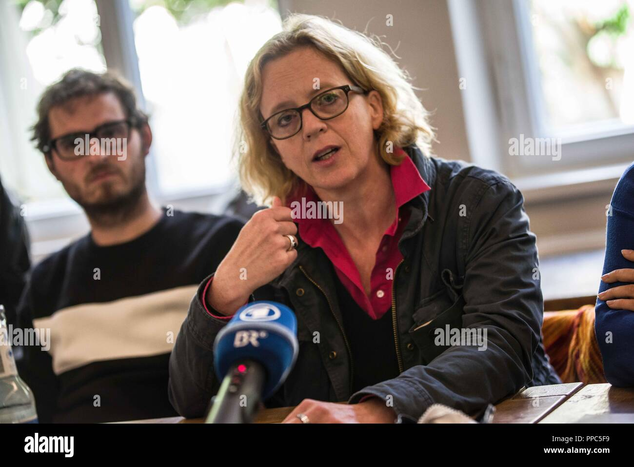 Munich, Bavaria, Germany. 25th Sep, 2018. NATASCHA KOHNEN of the SPD, who also revealed she has a migration background, thus personally involved with the themes people of color and other foreigners face in Germany. Citing the increasing politics of fear and attacks on civil and human rights, some 55 civil groups, organizations, and political parties have organized a follow up to the successful Munich NoPAG demonstration against the PAG Police Assignment Laws. The groups state that the increasingly exclusionary and populistic politics of the CSU and the AfD, along with the Polizeiaufgabe - Stock Image