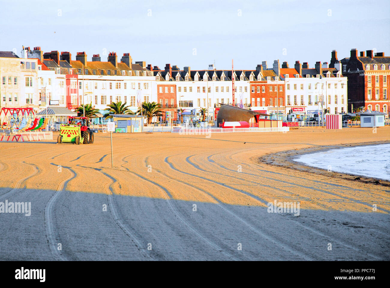 Weymouth 25th September 2018 Weymouth Beach Is Cleaned Ahead Of Forecast Warmer Weather Credit Stuart Fretwell Alamy Live News