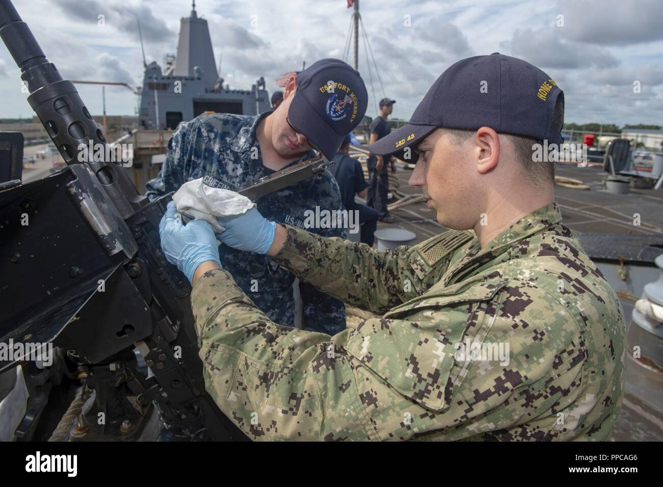 cf298957 Exercise Griffin Strike Stock Photos & Exercise Griffin Strike Stock ...