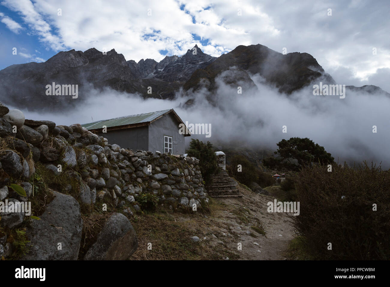 Cloudy monsoon weather lingers in the village of Thame, one of the villages less frequented by trekkers in the Solu Khumbu district of Nepal - Stock Image