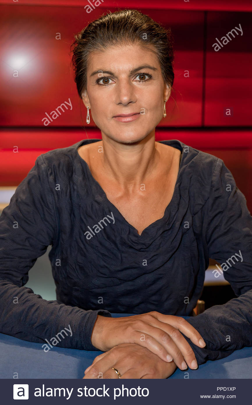 Sahra Wagenknecht, Fraktionsvorsitzende der Partei Die Linke im Studio bei Hart aber fair im Studio Adlershof in Berlin. Portrait der Politikerin. Stock Photo