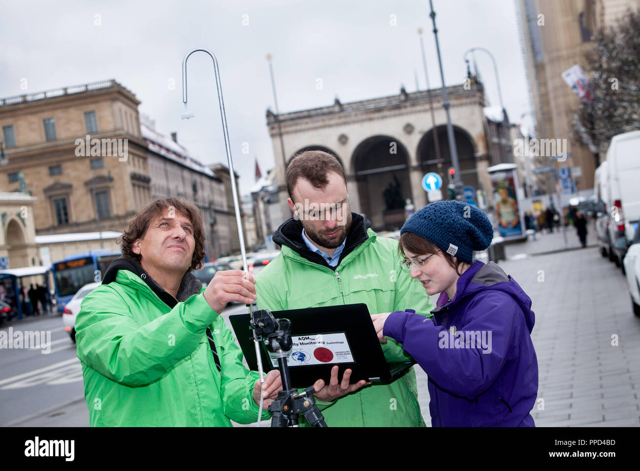A team of scientists from the University of Heidelberg and activists of the environmental organization Greenpeace measures the pollution of air with nitrogen dioxide (NO2) at the Odeonsplatz in Munich. With these measurements, Greenpeace wants to increase the pressure on the city and the free state to take effective measures for air pollution. - Stock Image