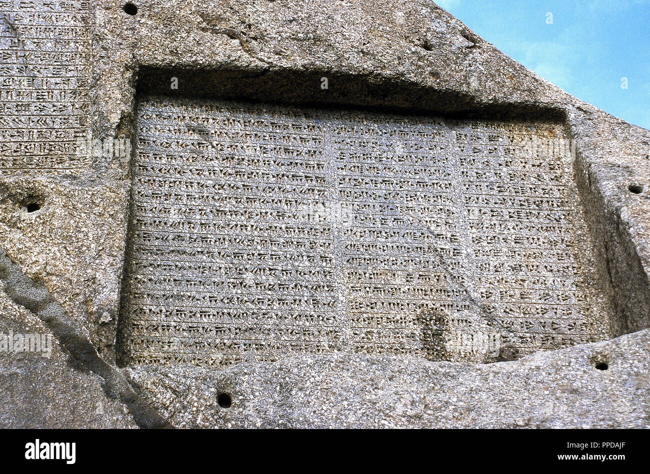 Achaemenid Empire  Ganjnameh  Ancient inscription carved in