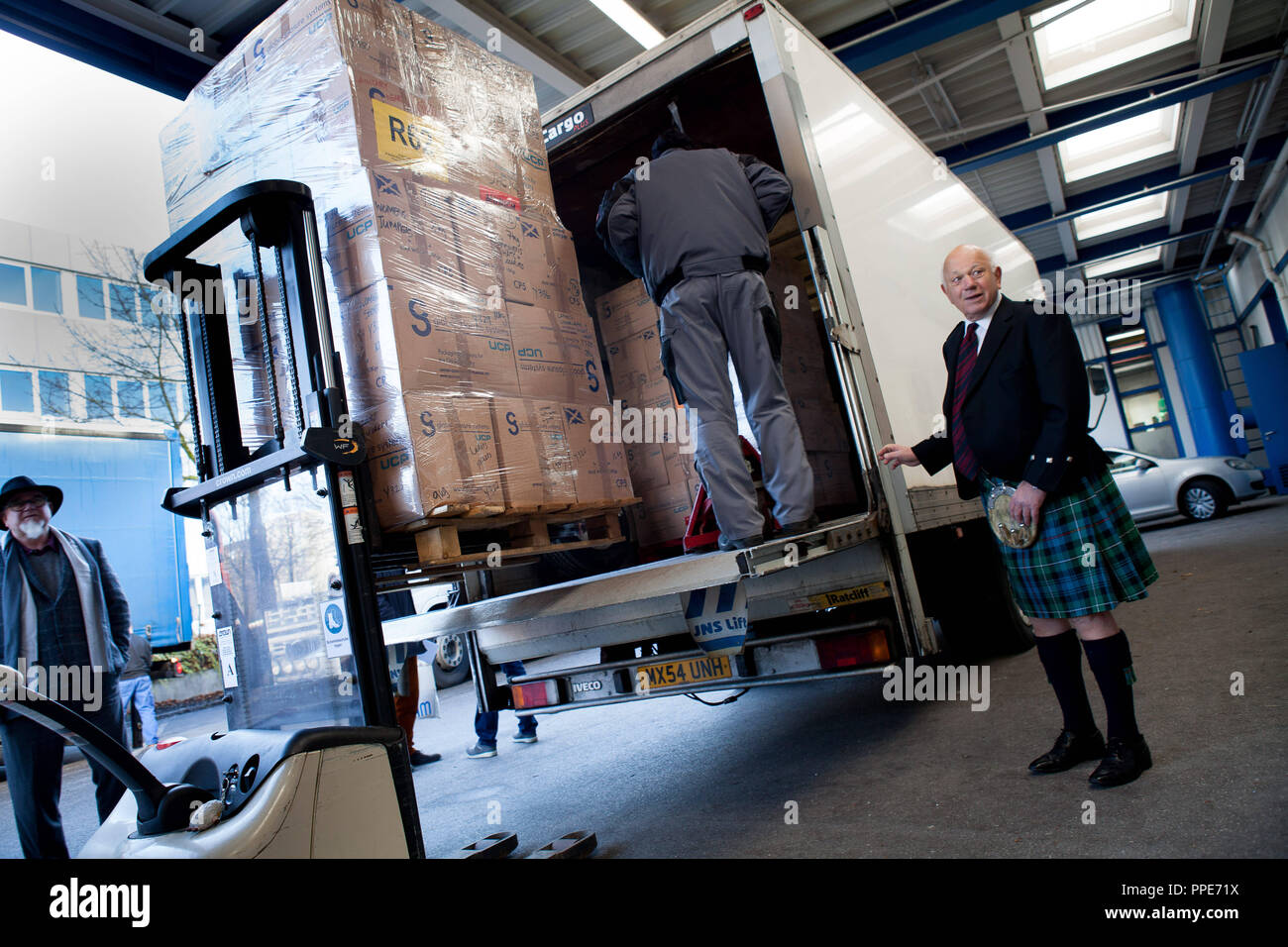 David Reeks, honorary helper of the Scottish relief organization 'Edinburgh Direct Aid' (EDA) has driven a truck from Scotland to Germany with 12 tons of donated clothing. The picture shows him when handing over the donation in the sorting center of Diakonia on Stahlgruberring 8. - Stock Image