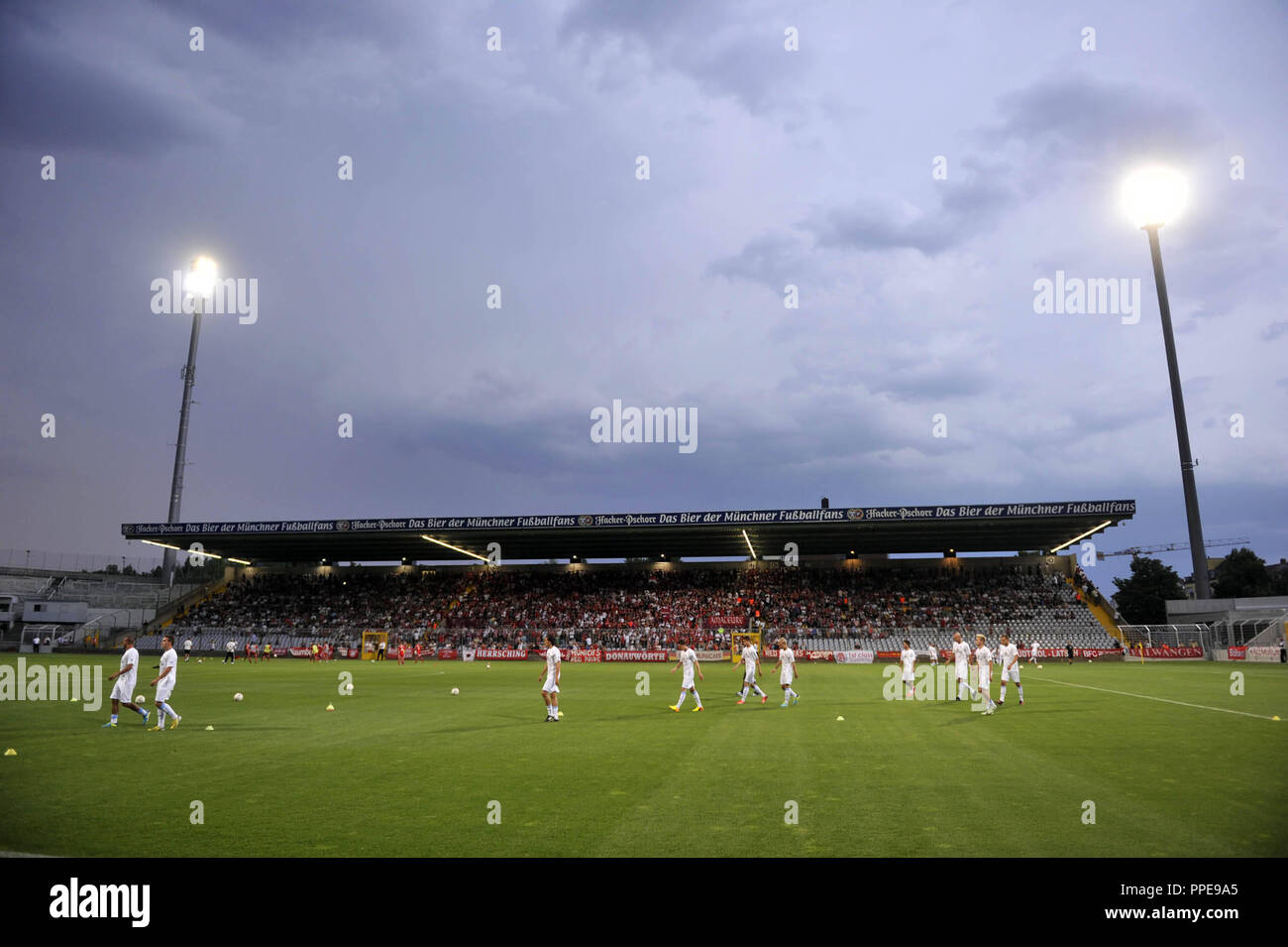 Regionalliga Sued derby: FC Bayern Munich II (in red) - TSV 1860 Muenchen (2-0) in the Municipal Stadium in the Gruenwalder Strasse in Munich. In the picture, 1860 players when warming up before the match. - Stock Image