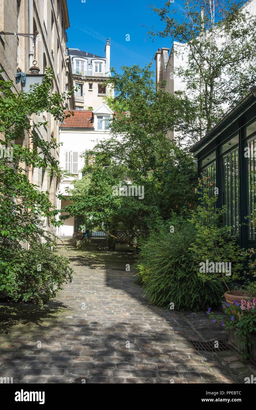 Paris Hinterhof 33 Rue De La Montagne Seminaire Des Trente