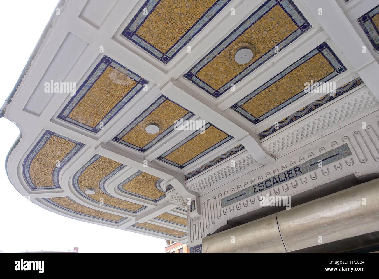 Paris, Metro Linie 3bis, Art-Déco-Entrée Stock Photo: 220363896 - Alamy