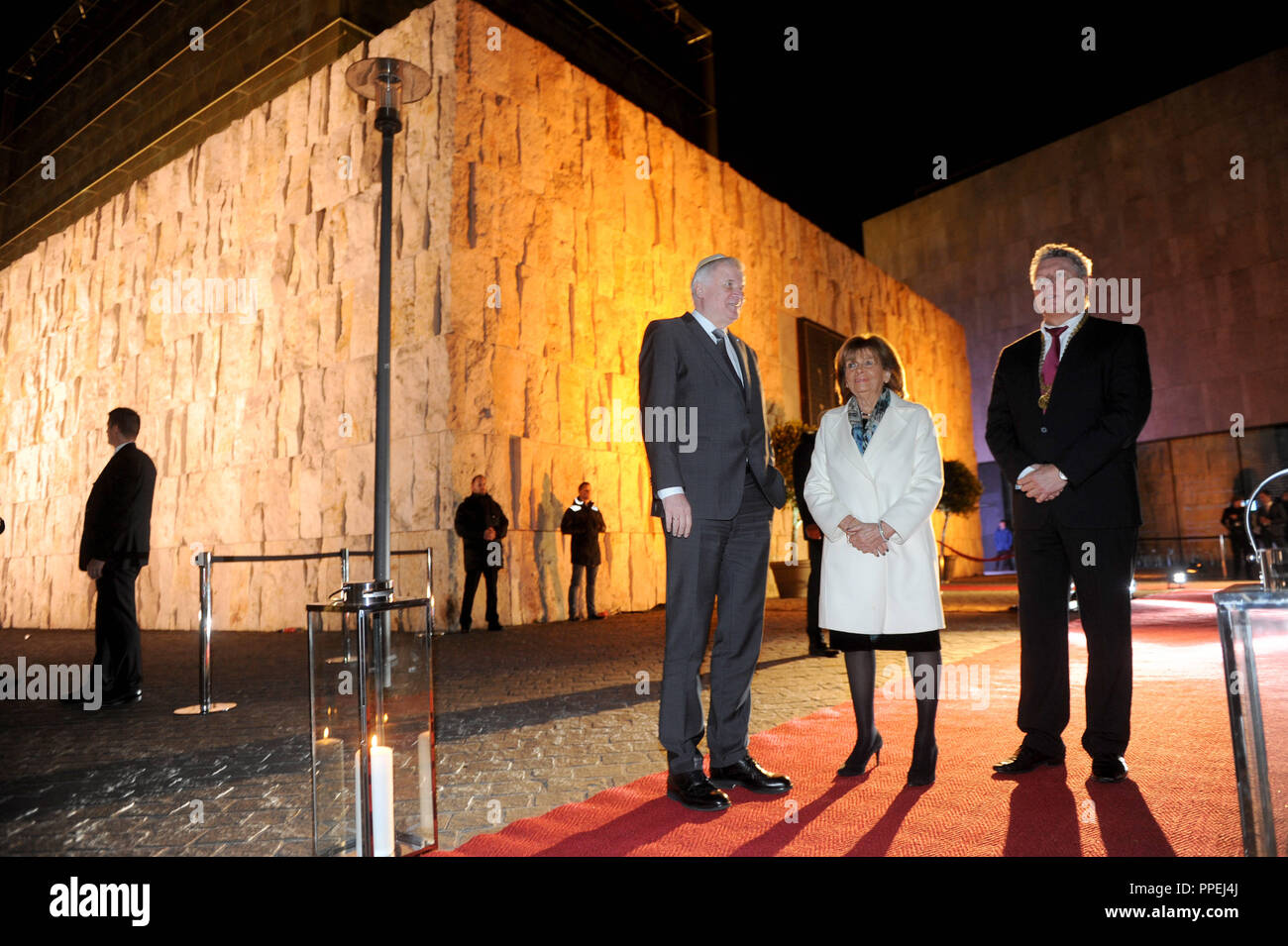 From left to right: Bavarian Prime Minister Horst Seehofer (CSU), Charlotte Knobloch, President of the Jewish Community of Israel, and Mayor Dieter Reiter (SPD), at the celebration of the 10th anniversary of the Ohel Jakob Synagogue on the St. Jakobs- Platz. - Stock Image