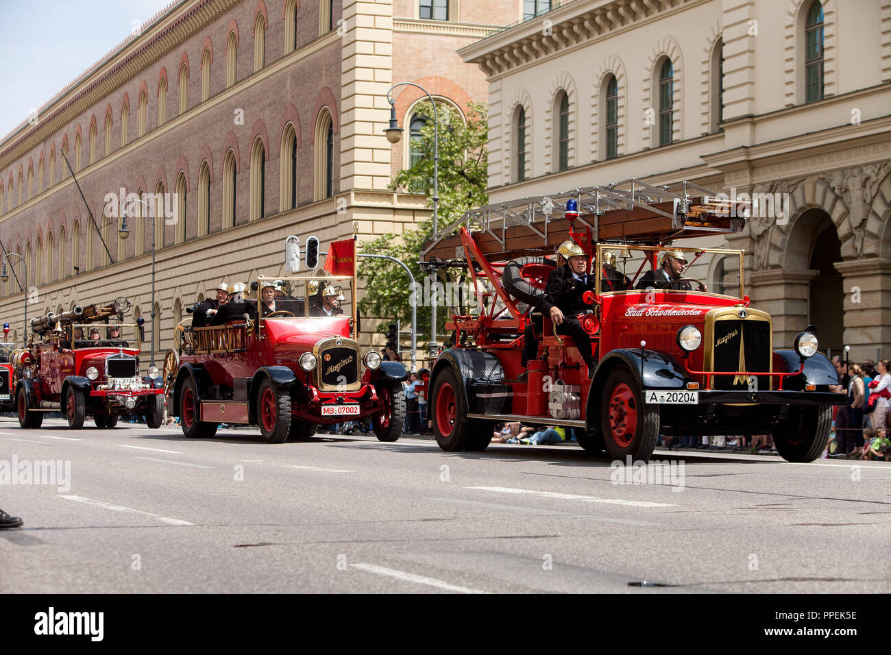 The world's largest parade of fire trucks in the Ludwigstrasse on the 150th anniversary of the Volunteer Fire Department Munich. - Stock Image