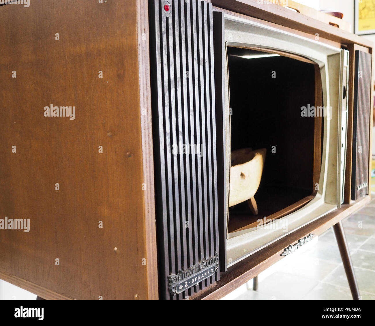 Refungsional vintage television - Stock Image