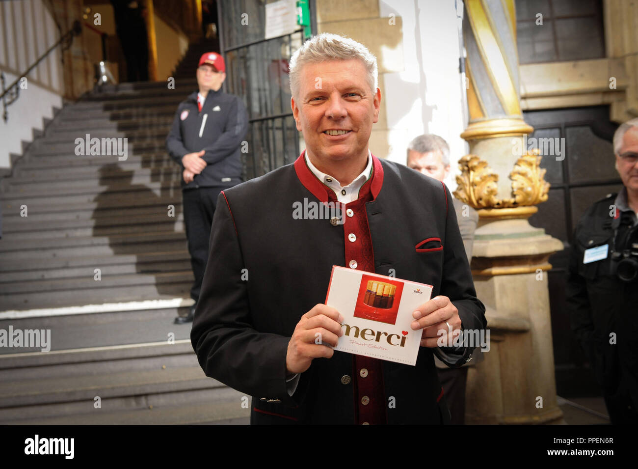 The newly elected mayor and Bayern fan Dieter Reiter welcomes for the first time in the Munich Town Hall the team of FC Bayern Munich for the championship celebration. He has received a Merci chocolate box from the football fans. - Stock Image