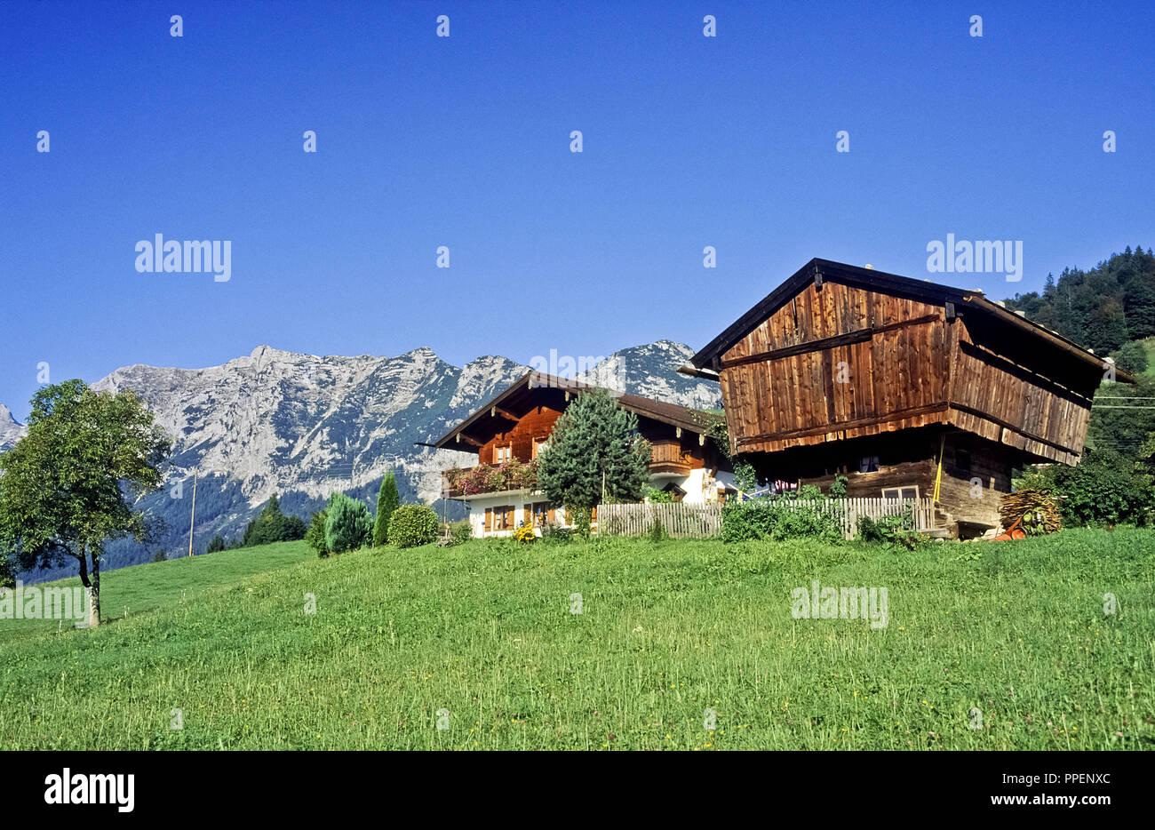 Rural farmsteads - mountain farmhouse - overlooking the Reiter Alpe in Ramsau - Berchtesgaden - Berchtesgadener Land. Stock Photo