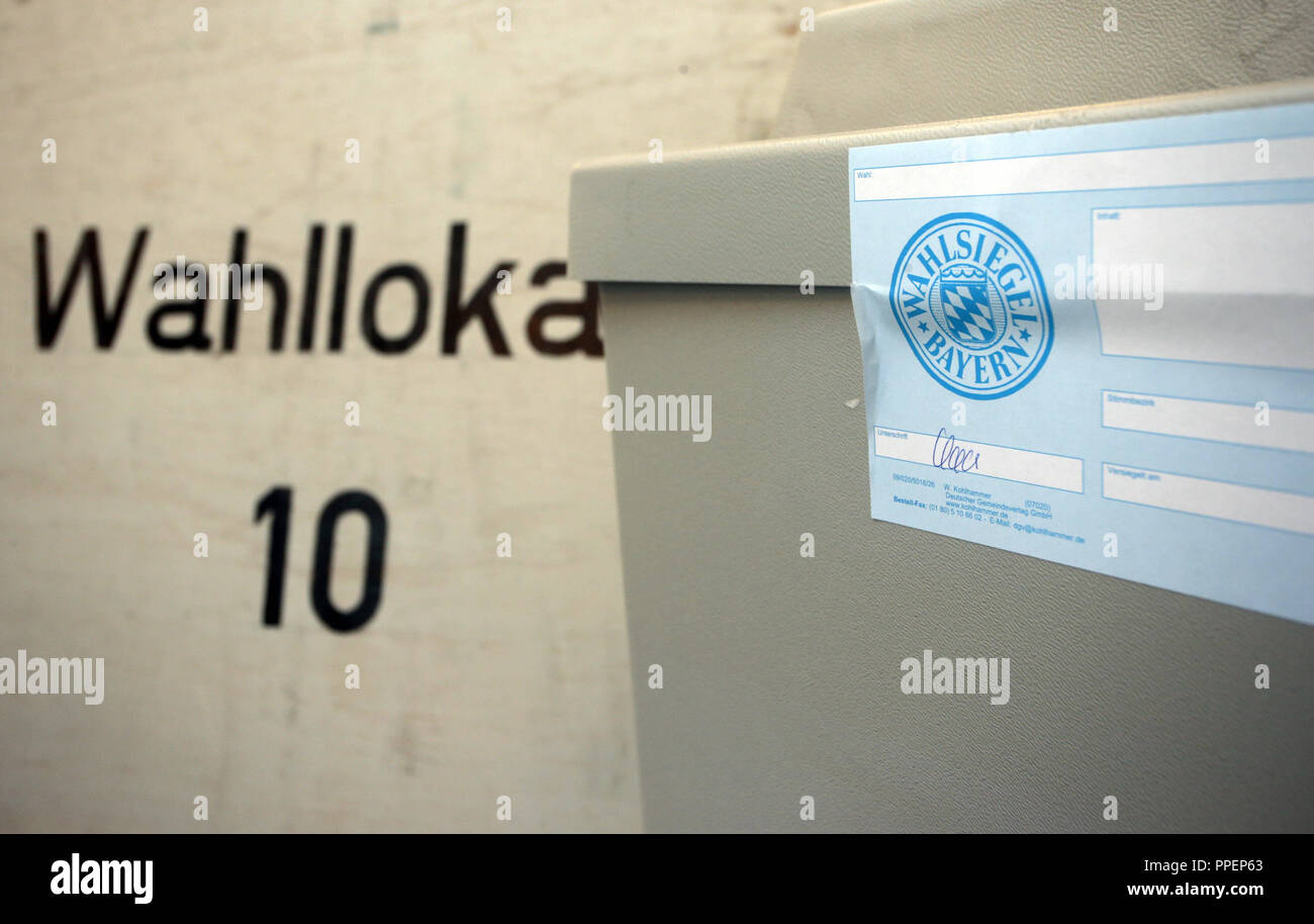 Election officials count votes during the 2014 municipal election in the polling station 10 at Josefstift (VHS) in Fuerstenfeldbruck. The picture shows a sealed ballot box. - Stock Image