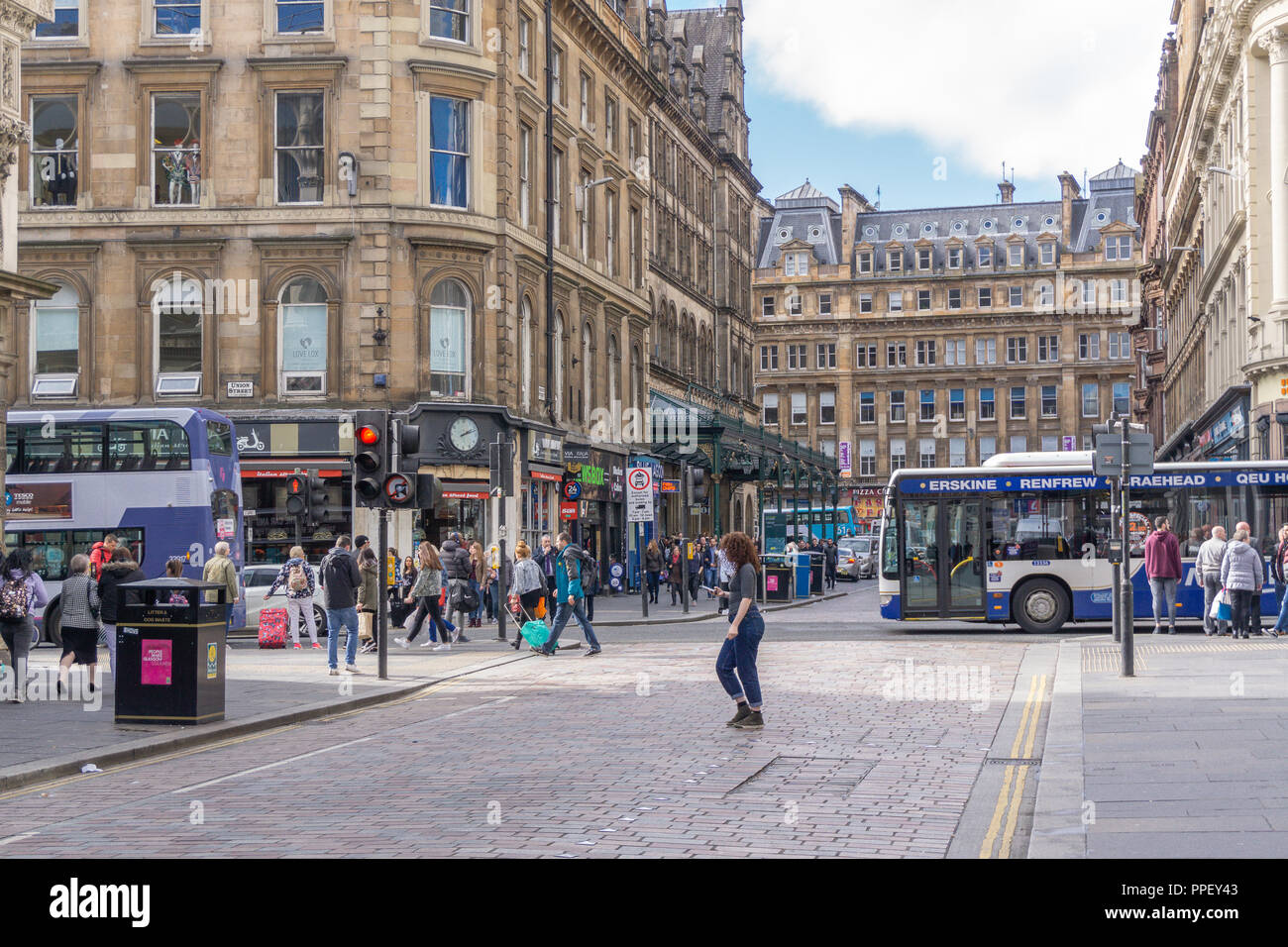 Glasgow City, Scotland, UK - September 22, 2018: Gordon St looking along to Glasgow central Station very busy with traffic and pedestrians. - Stock Image