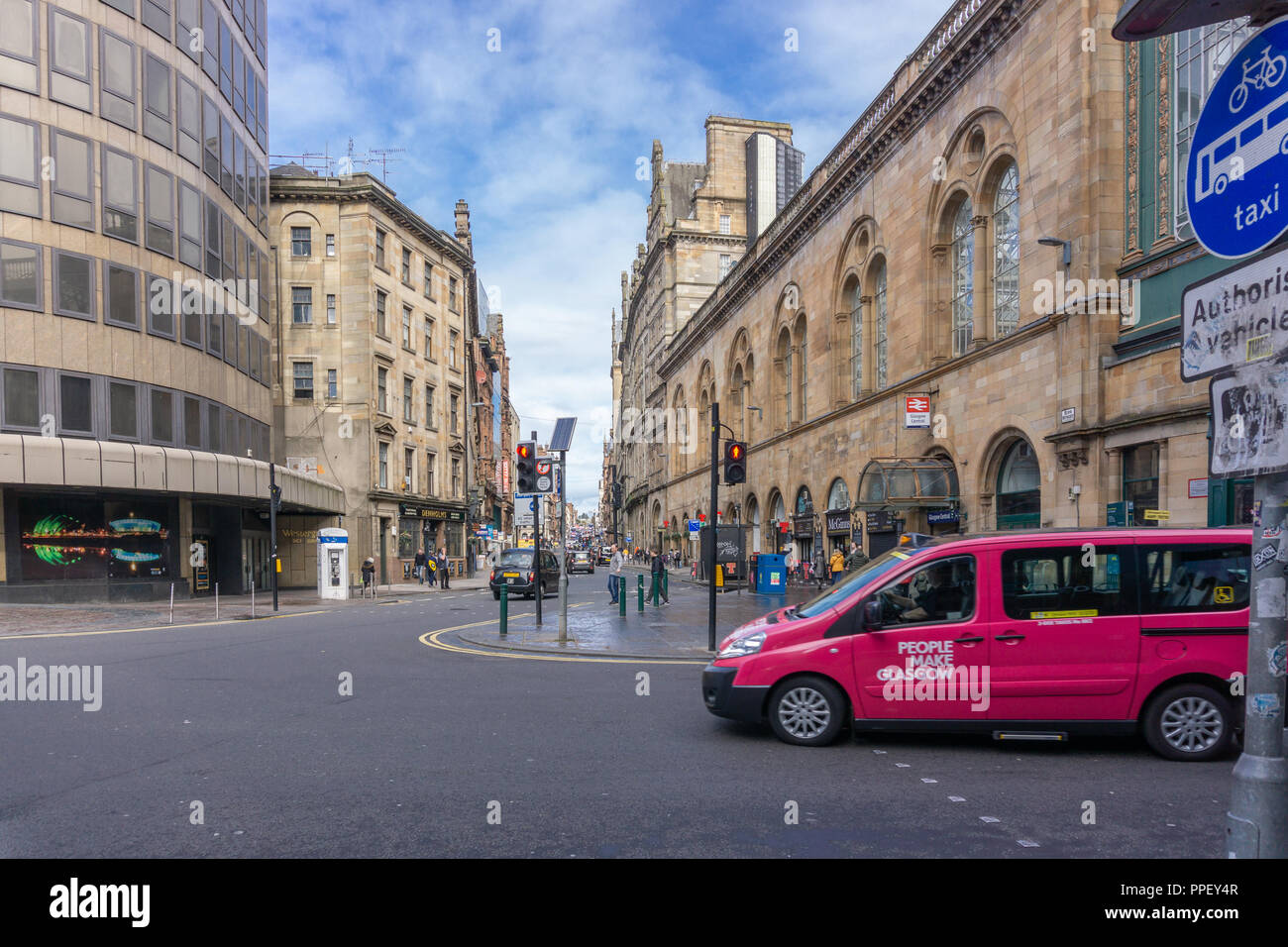 Glasgow City, Scotland, UK - September 22, 2018: Looking up Hope Street Glasgow at the side of Central Station with pedestrians and traffic. - Stock Image