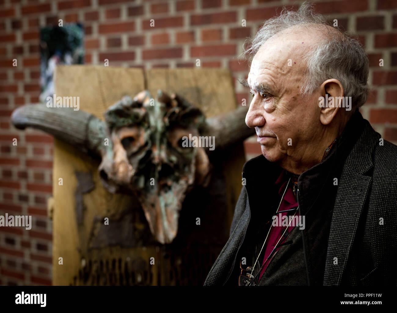 The artist Daniel Spoerri at the exhibition 'Jaeger und Gejaegte' (Hunter and hunted) at the Kuenstlerhaus Marktoberdorf. - Stock Image