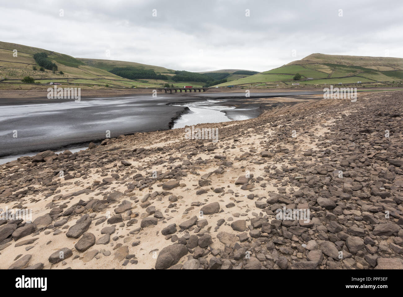 Looking across the dried out Woodhead Reservoir towards Heyden Moor, Derbyshire - Stock Image