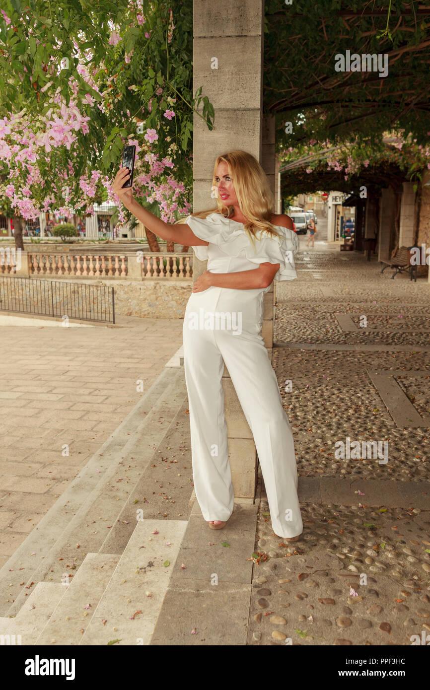 Europa Spanien Mallorca Arta blonde Schönheit mit langem Haar Stock Photo