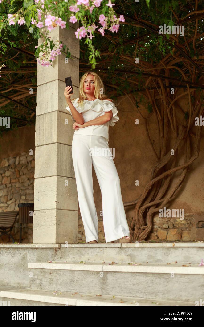 Europa Spanien Mallorca Arta blonde Schönheit mit langem Haar - Stock Image