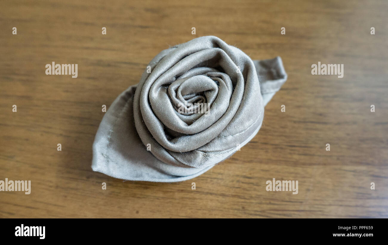 Golden Napkin Origami Rose Table Decoration For Party Events And