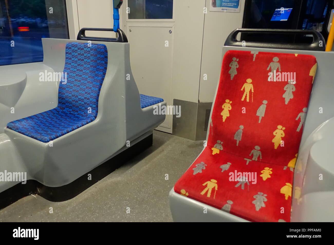 Amsterdam, Behindertenplatz in einer Straßenbahn - Amsterdam, Disabled Seat in Tramway Stock Photo