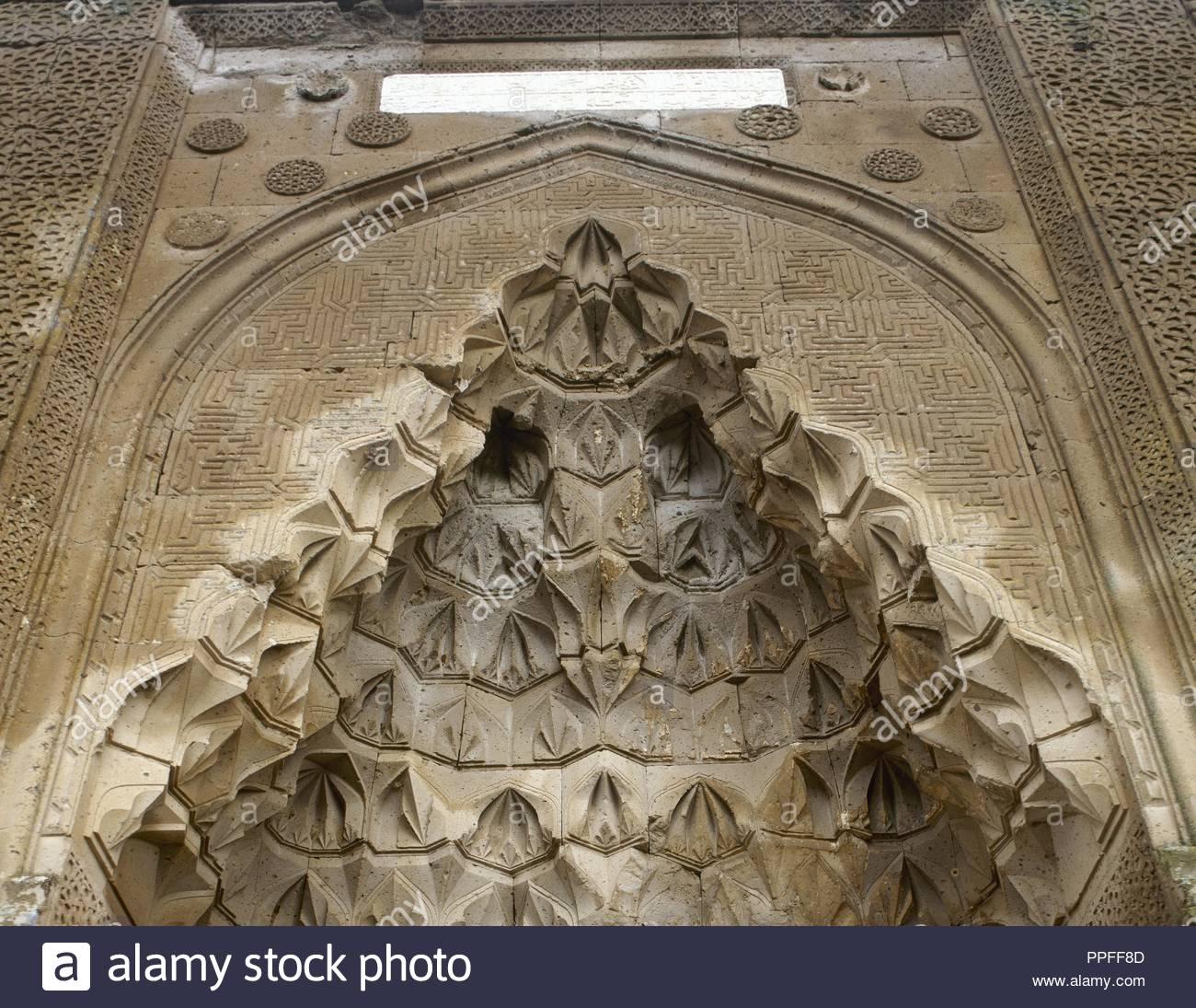 Turkey, Asia Minor, Cappadocia, Agzikarahan-Hoca Mesut Caravanserai. It as built between 1231-1239. Seljuq style. Architectural detail, entrance with mocarabe half-dome. - Stock Image