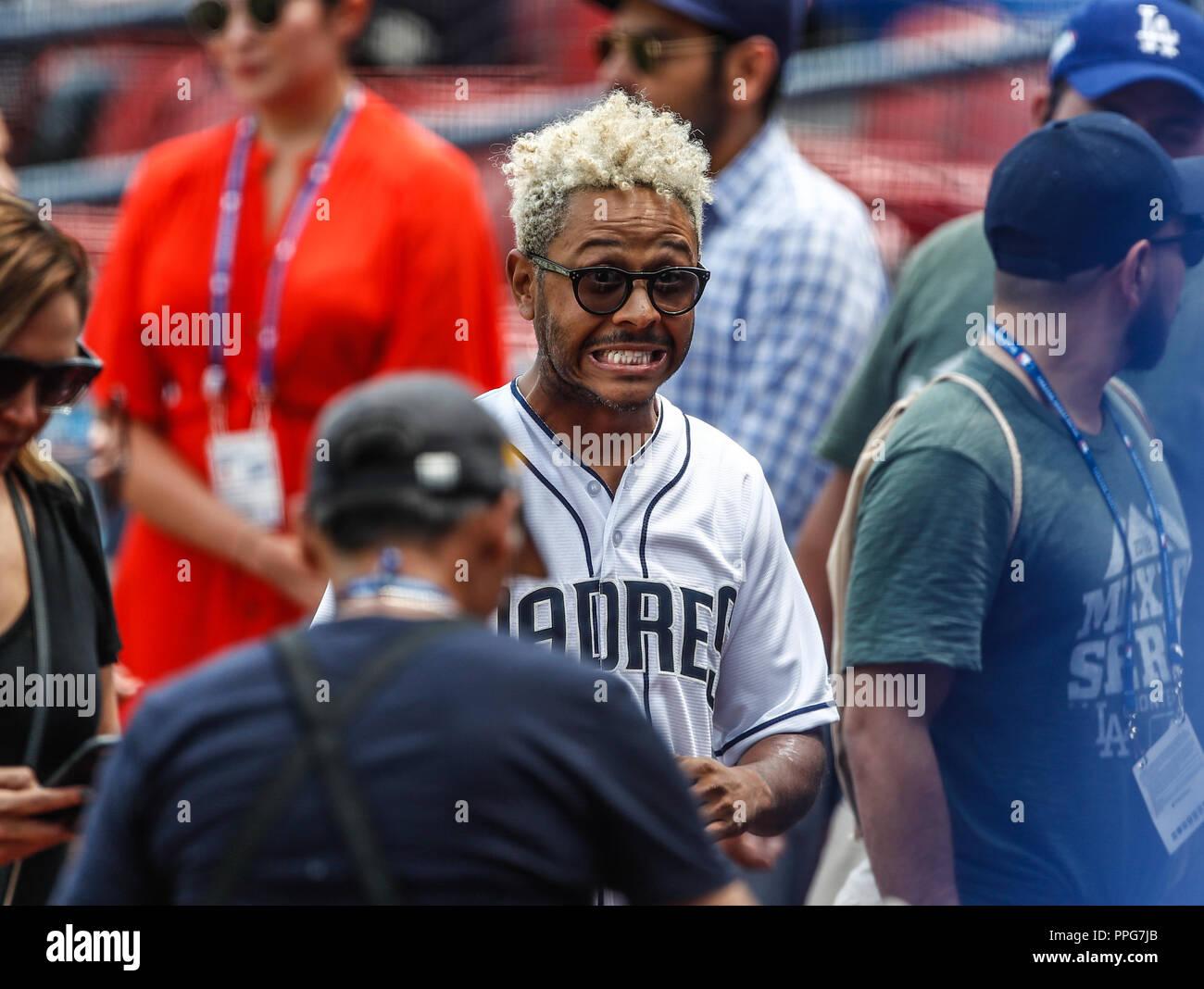 Kalimba canta el himno nacional. Acciones del partido de beisbol, Dodgers de Los Angeles contra Padres de San Diego, tercer juego de la Serie en Mexic Stock Photo