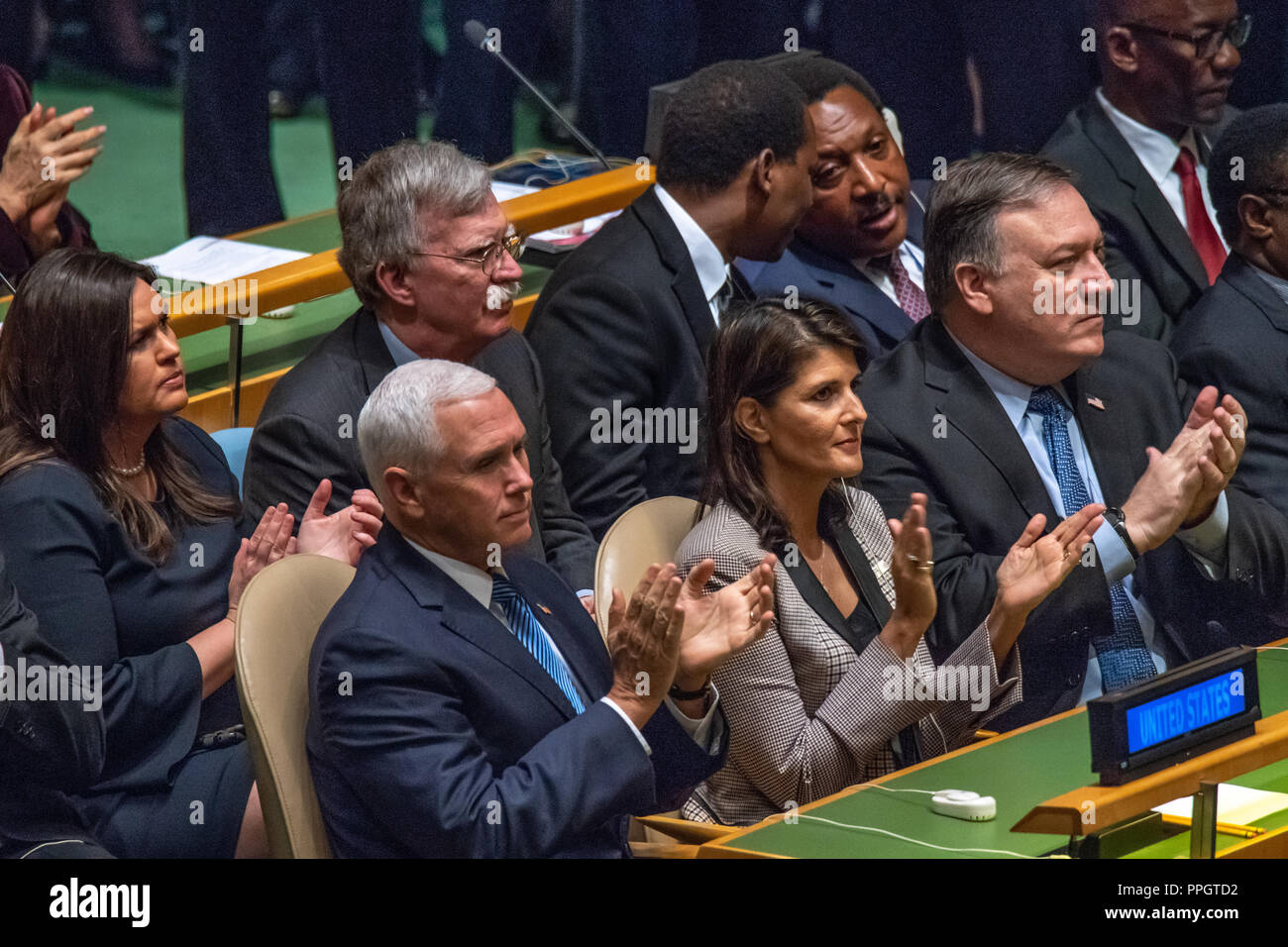 New York, USA, 25 September 2018. L-R: White House press secretary Sarah Huckabee Sanders, US Vice-President Mike Pence, National Security Advisor John Bolton, UN Ambassador Nikki Haley, and Secretary of State Mike Pompeo applaud the arrival of US President Donald Trump at the 73rd United Nations General Assembly. Photo by Enrique Shore Credit: Enrique Shore/Alamy Live News - Stock Image