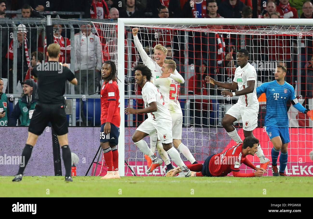 firo: 25.09.2018 Fuvuball, Football: 1.Bundesliga FC Bayern Munich - FC Augsburg, Felix GVtze, Augsburg, jubilation,   usage worldwide - Stock Image