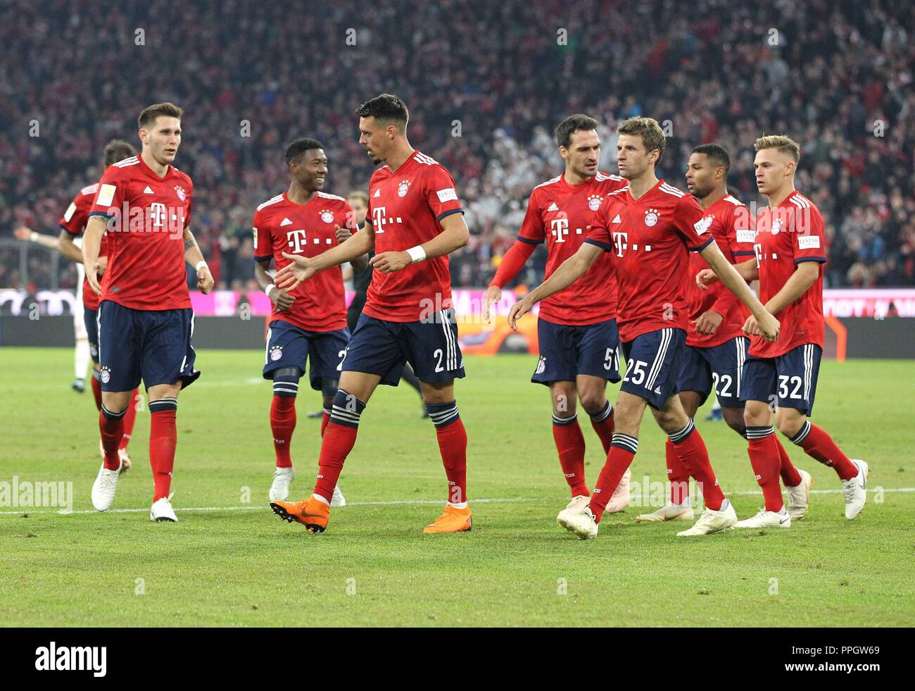 firo: 25.09.2018 Fuvuball, Football: 1.Bundesliga FC Bayern Munich - FC Augsburg, FC Bayern, Munich, Munich, jubilation, whole figures | usage worldwide Stock Photo