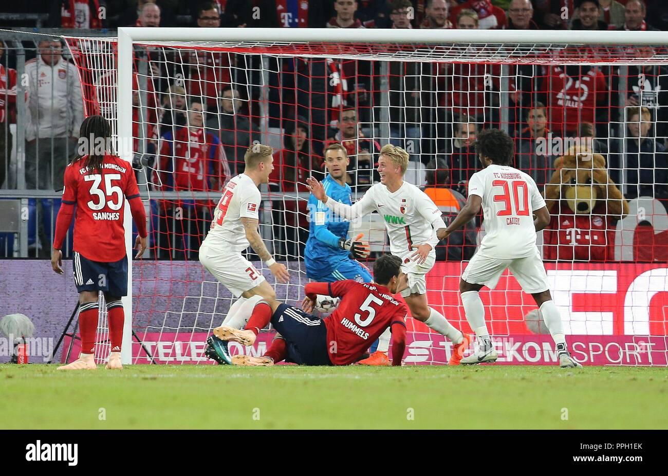 firo: 25.09.2018 Fuvuball, Football: 1.Bundesliga FC Bayern Munich - FC Augsburg, Felix GVtze, Augsburg, jubilation, | usage worldwide Stock Photo
