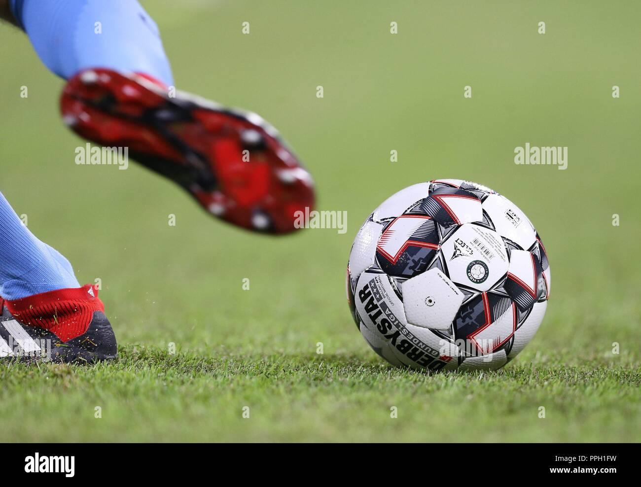 firo: 25.09.2018 Fuvuball, Football: 1.Bundesliga FC Bayern Munich - FC Augsburg, Derbystar, Ball, Feature, General,   usage worldwide - Stock Image