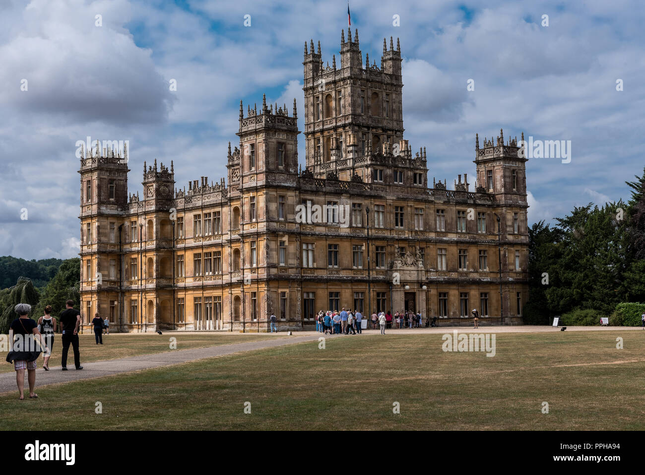 Newbury, England -- July 18, 2018. Tourists are lining up outside Highclere Castle, where Downton Abbey is filmed, for a tour. - Stock Image