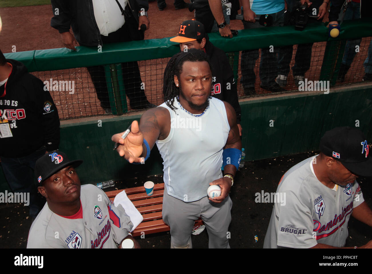 Hanley Ramirez  (Dominicano) firma autografos  durante  la Serie del Caribe 2013  de Beisbol,  Puerto Rico  vs Republica Dominicana ,  en el estadio S - Stock Image