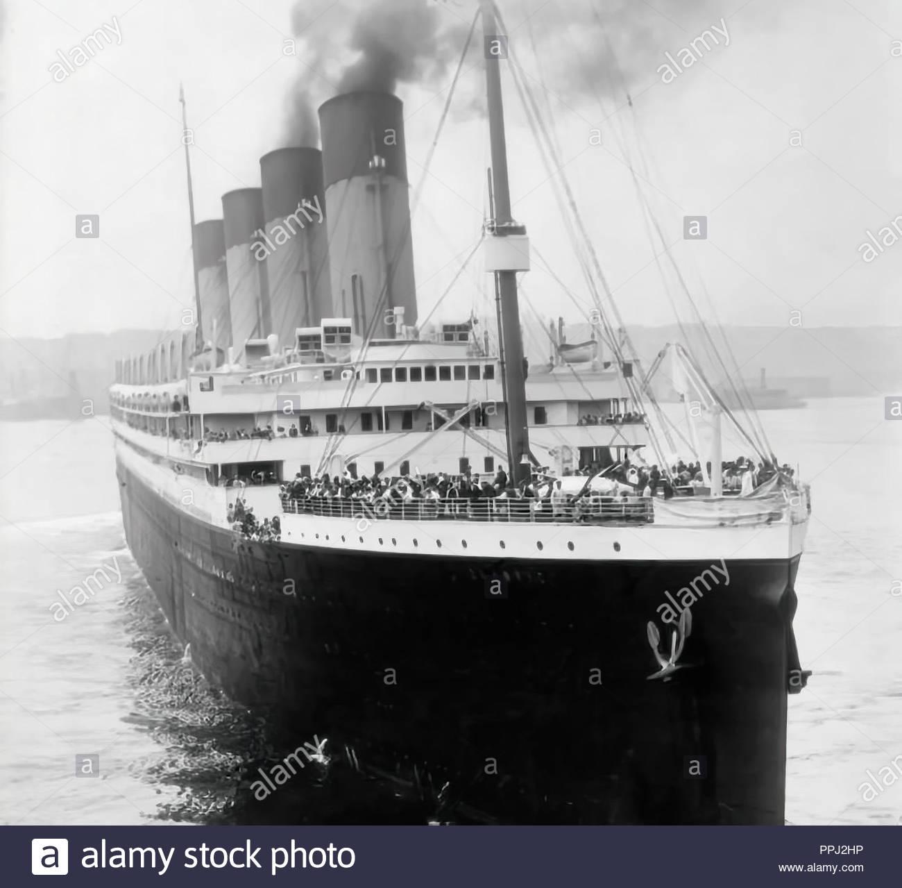 RMS Titanic departing Southampton on April 10, 1912 - Stock Image