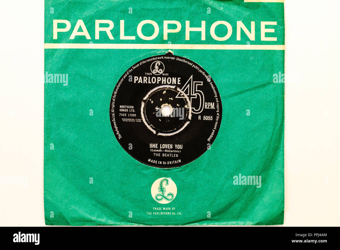 45 single track record in Parlophone green cover. The Beatles, 'She loves You' by Lennon and McCartney. 1963 R5055 Stock Photo
