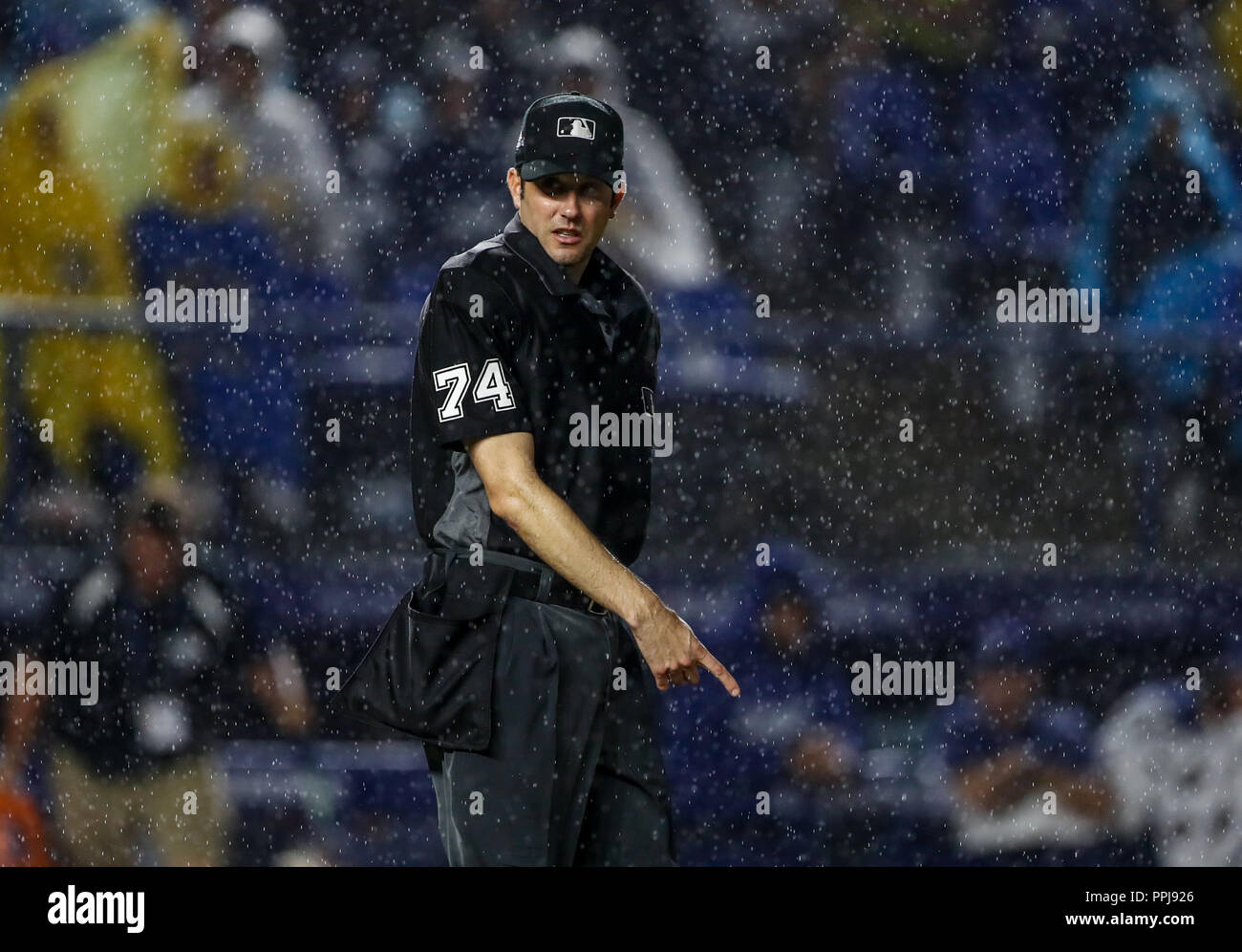 Acciones del partido de beisbol de los Dodgers de Los Angeles contra Padres de San Diego, durante el primer juego de la serie las Ligas Mayores del Be Stock Photo