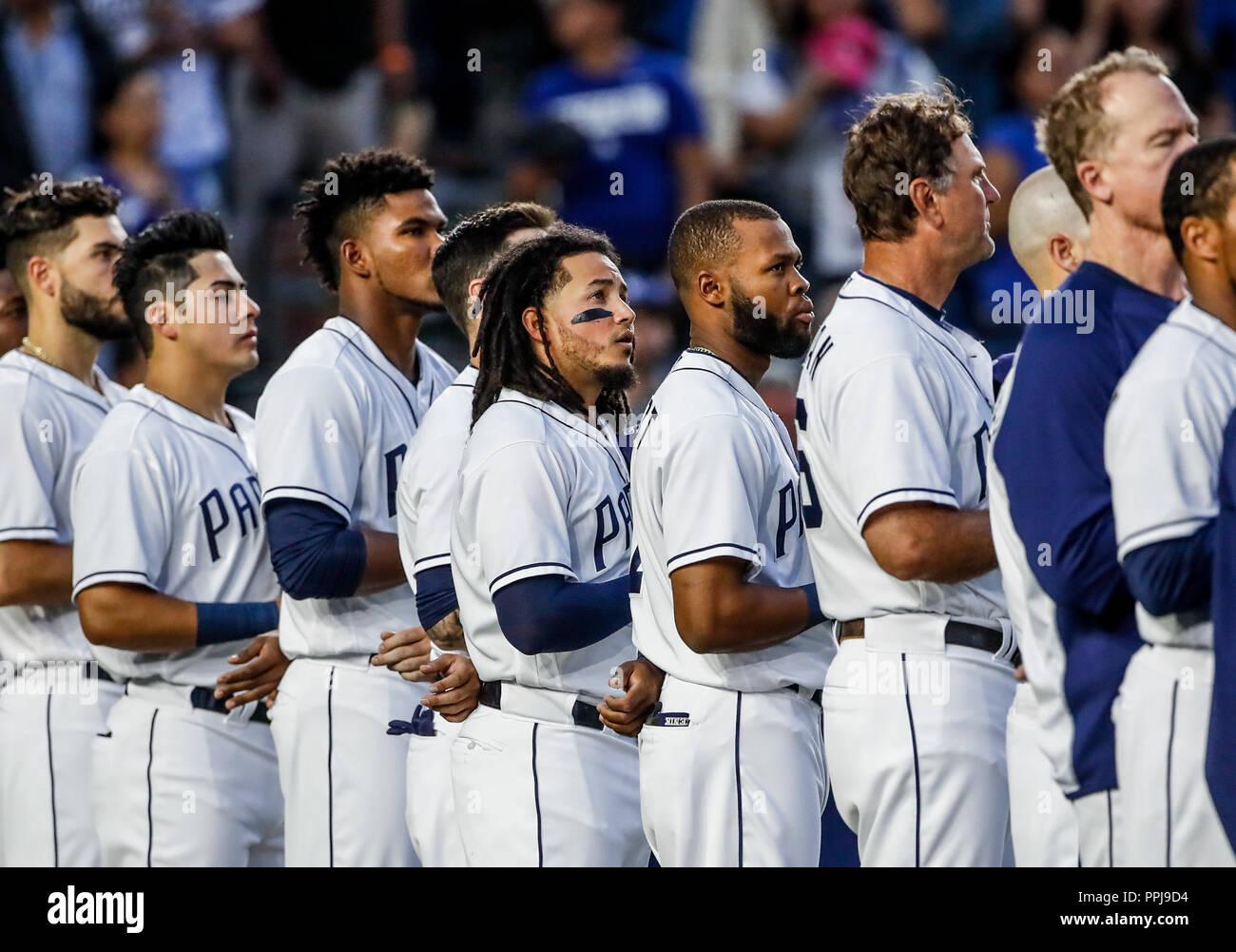 Christian Villanueva (i) y Freddy Galvis de San Diego, durante el partido de beisbol de los Dodgers de Los Angeles contra Padres de San Diego, durante - Stock Image