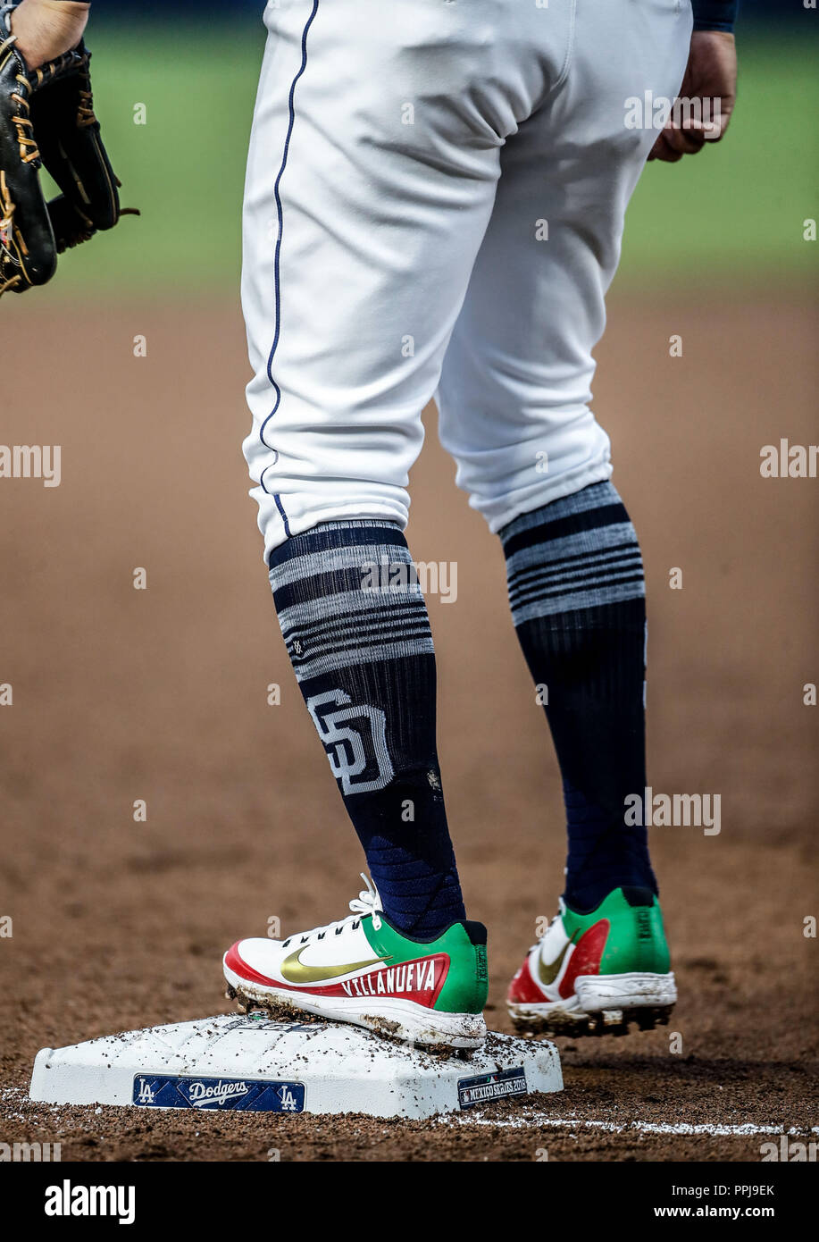 spikes de Christian Villanueva con los colores y la bandera de mexico.  Baseball action during the Los Angeles Dodgers game against San Diego Padres,  - Stock Image