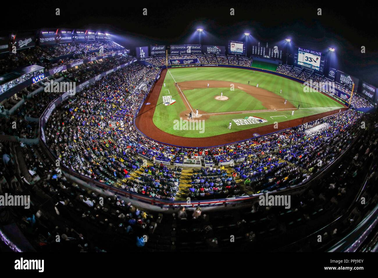 Vista panorámica de estadio de los Sultanes . Baseball action during the Los Angeles Dodgers game against San Diego Padres, the second game of the Maj - Stock Image