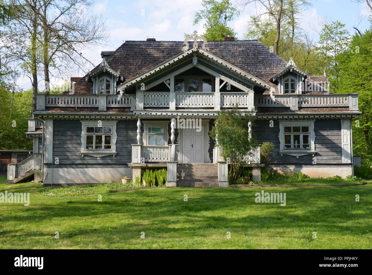 Białowieza, Podlaskie Voivodship, Poland - May 1, 2014: Hunting lodge, the oldest building in Białowieza. - Stock Image