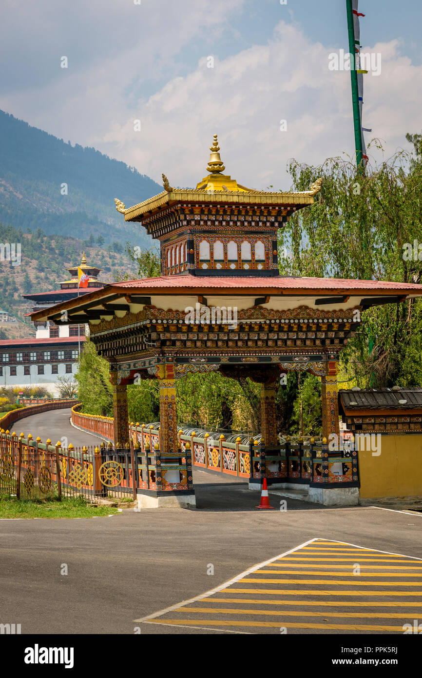 Entrance gate to the King's palace in Thimpu, the capital city of the Himalayan Kingdom of Bhutan - Stock Image