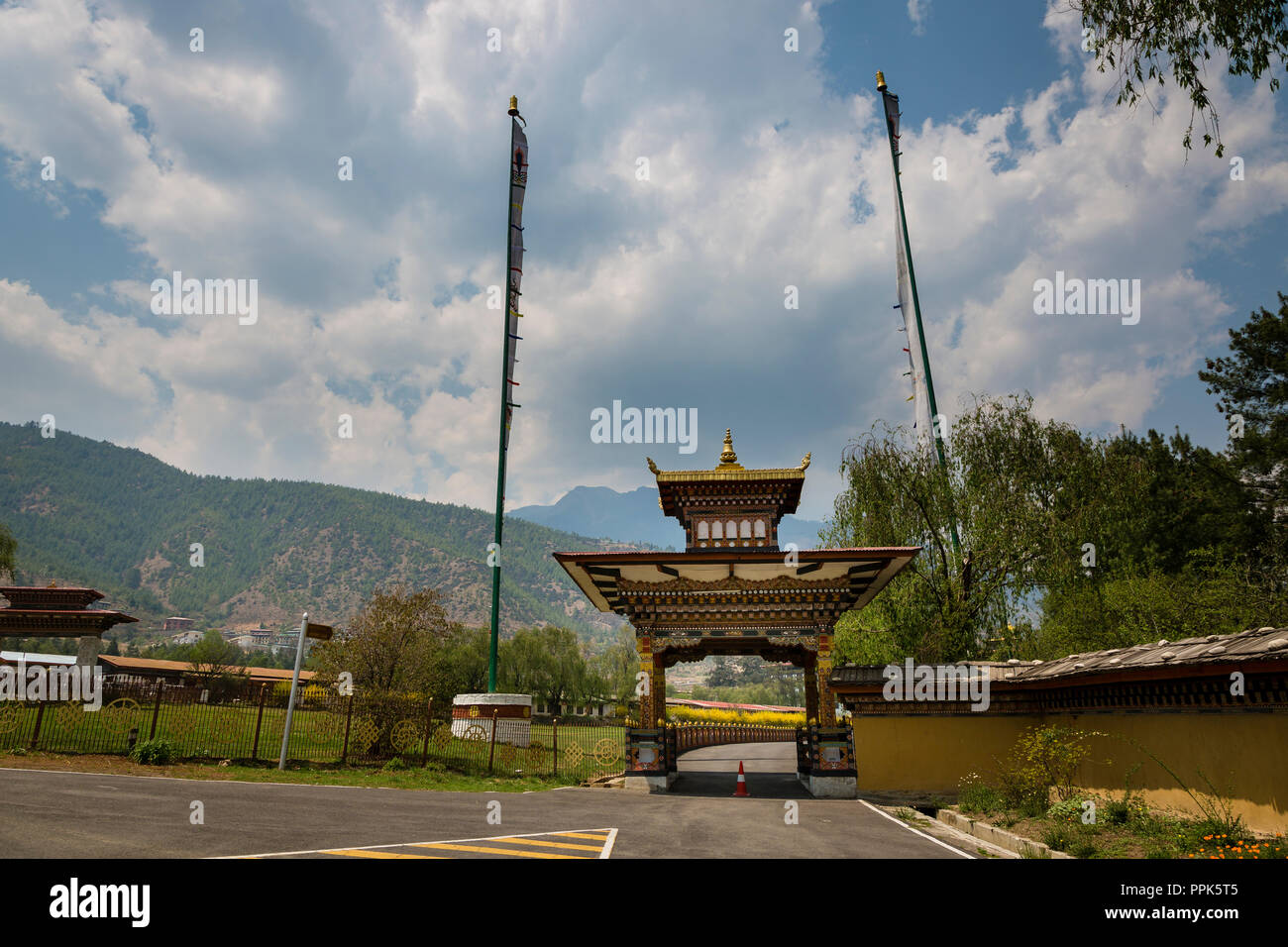 Entrance gate of the King's palace in Thimpu, the capital city of the Himalayan Kingdom of Bhutan - Stock Image