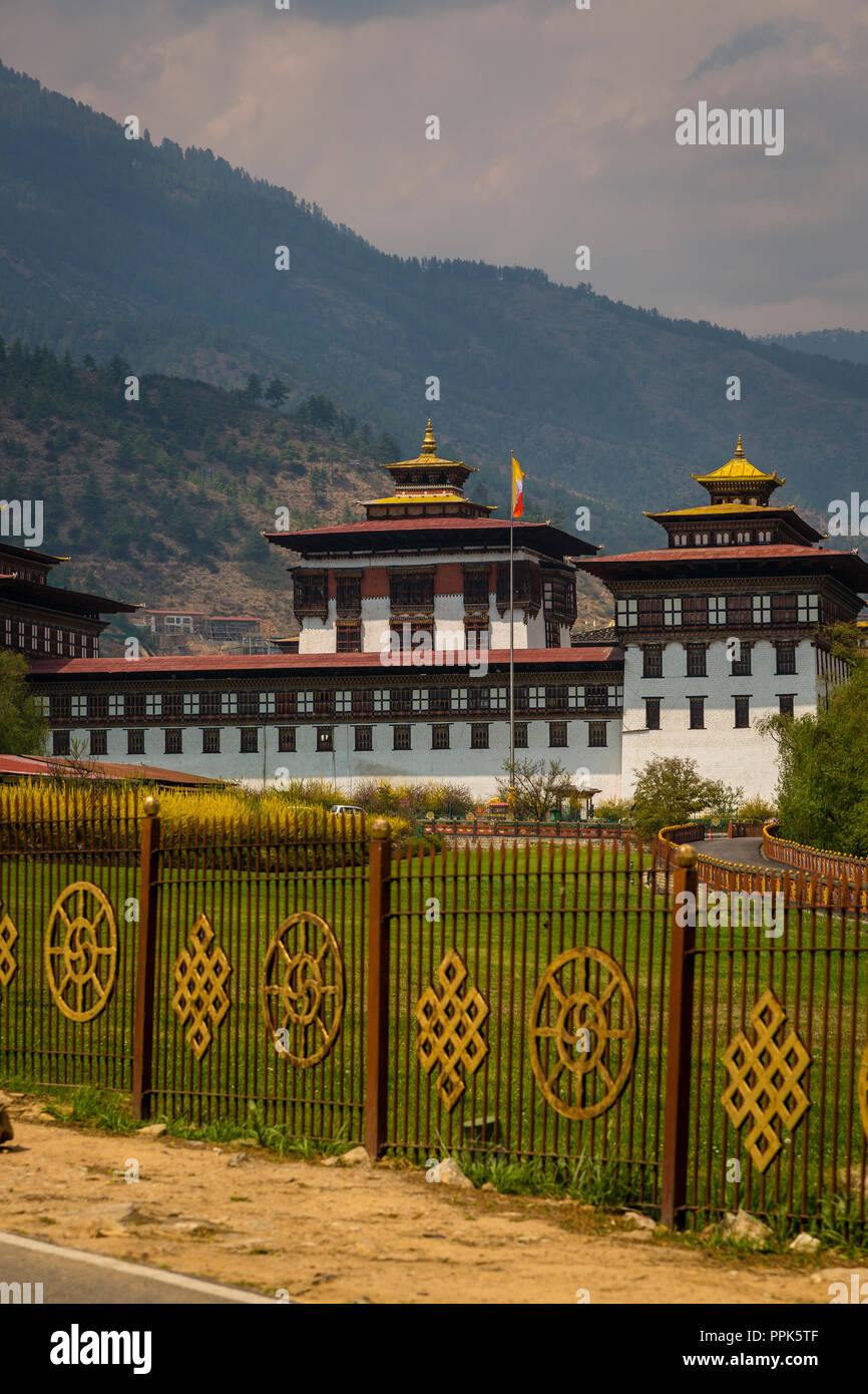 View of the King's palace in Thimpu, the capital city of the Himalayan Kingdom of Bhutan - Stock Image