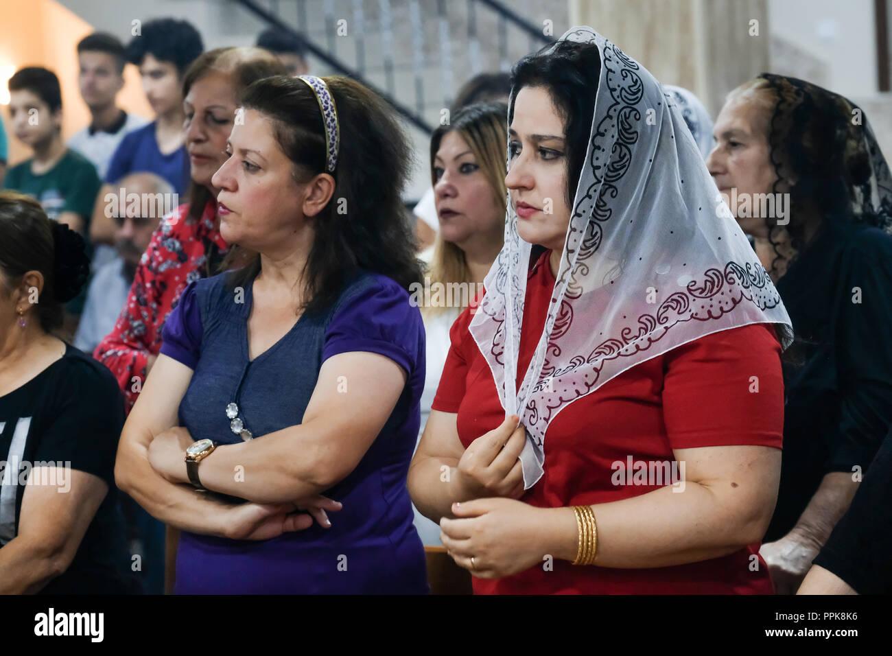 Sunday Mass in a Christian church in Eniskky, Kurdistan region, North Iraq - Sonntagsmesse in der Kirche 'Mart Shmonya and her Son' in Enishkye im Nord-Irak, Kurdistan - Stock Image