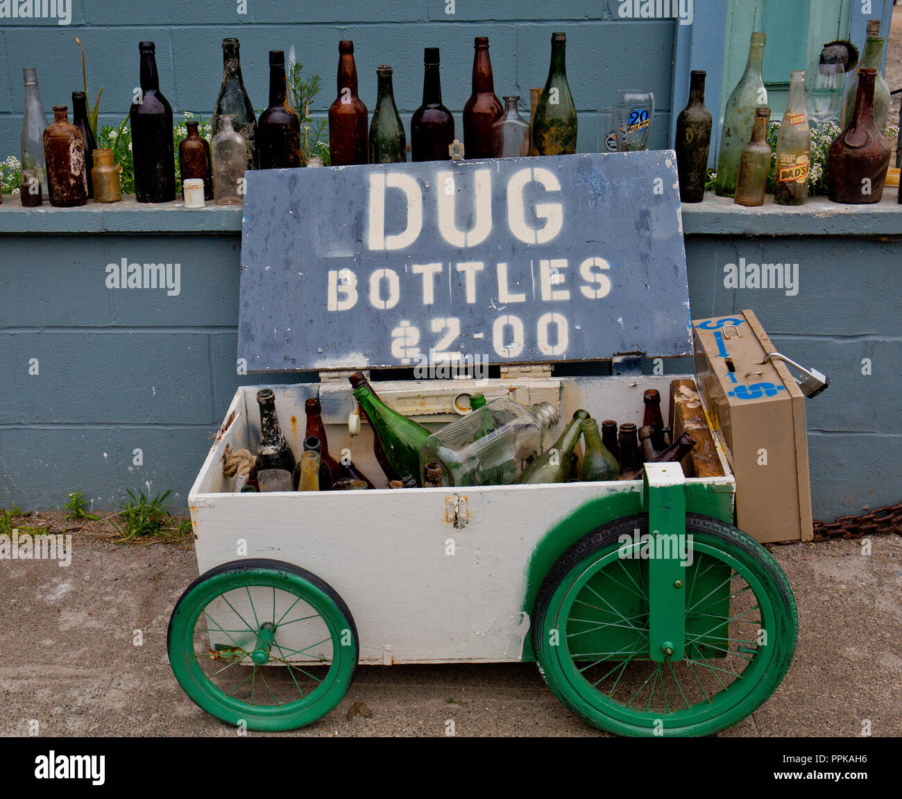 recycling bottles for profit - Stock Image