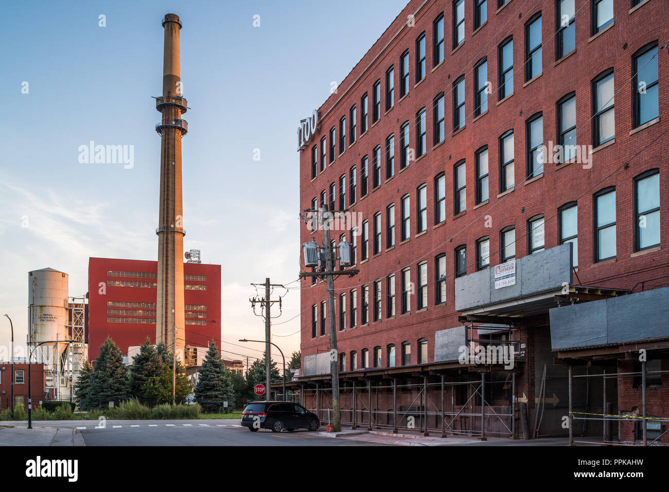 Warehouse building and Fisk Generating Plant in the Pilsen neighborhood - Stock Image
