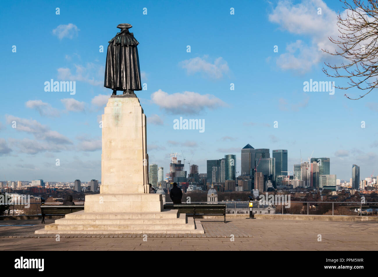 General Wolfe statue at Greenwich overlooking London Docklands. - Stock Image