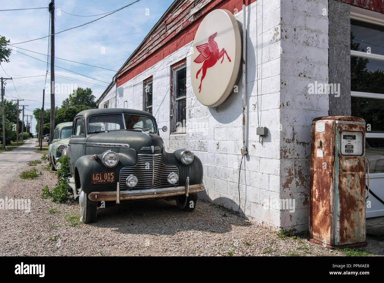 gas station cars on the route stock photos & gas station cars on the