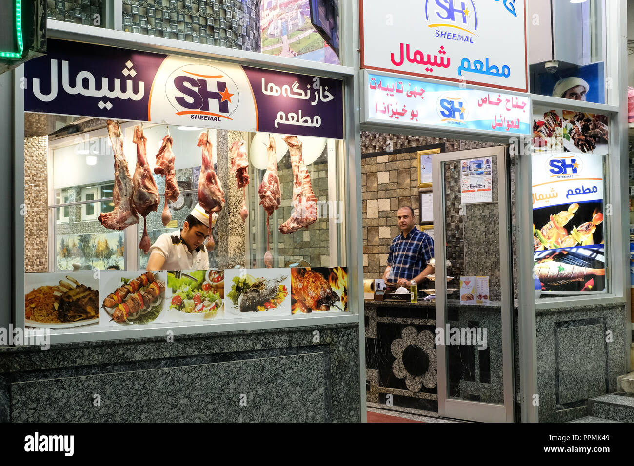 Lamb legs in a window of a falafel and shawarma restaurant in the bazaar district of Dohuh, in Northern Iraq, Kurdistan - Restaurant in Dohuk, Nord-Irak, Kurdistan - Stock Image